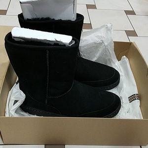 Black short Ugg boots